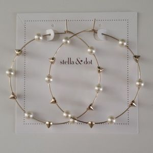 New in Box Stella Dot Madison Hoops Gold Pearl